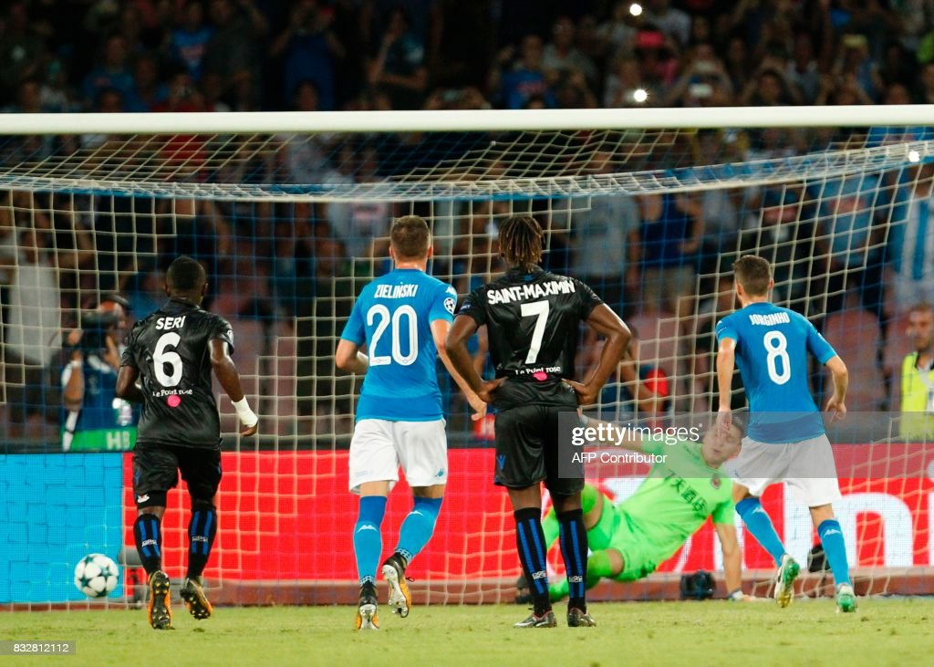 Napoli's Brazilian-born midfielder Jorginho (R) scores a penalty during the UEFA Champions League Play Off first leg football match SSC Napoli vs OCG Nice, on August 16 2017 at the San Paolo Stadium. /