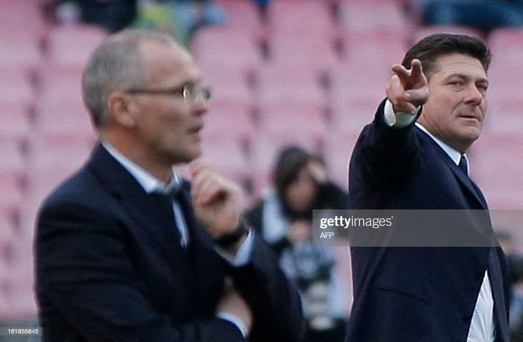 Napoli's coach Walter Mazzarri (R) and Sampdoria's substitute coach Fedele Limone gesture during the Italian Serie A football match SSC Napoli vs UC Sampdoria in San Paolo Stadium on February 17, 2013 in Naples. The match ended in a 0-0 draw.