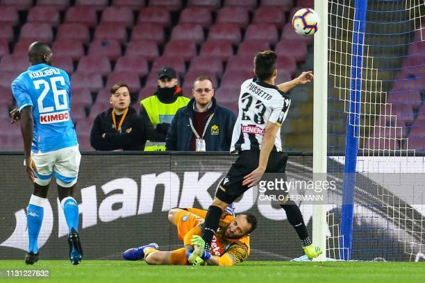 TOPSHOT Napoli's Colombian goalkeeper David Ospina collides with Udinese's Argentine forward Ignacio Pussetto during the Italian Serie A football...