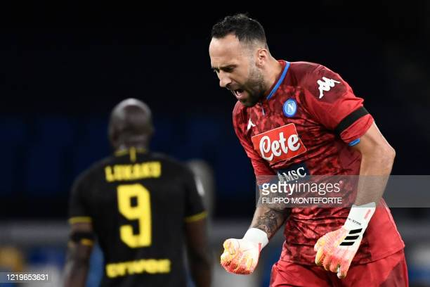 Napoli's Colombian goalkeeper David Ospina reacts after Napoli scored an equalizer during the Italian Cup semifinal second leg football match Napoli...