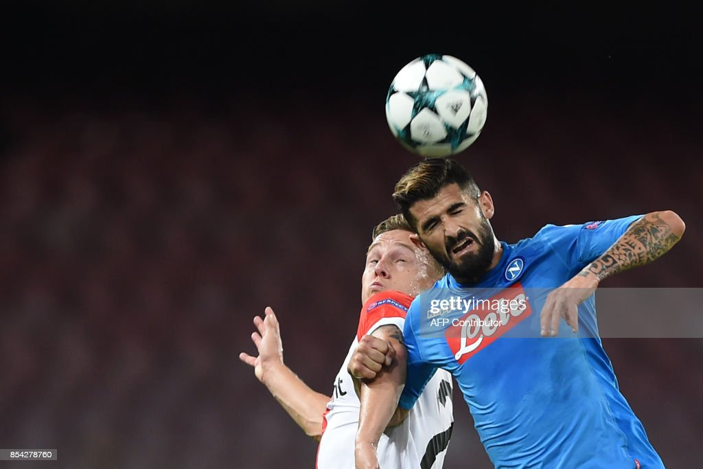 Napoli's defender from Albania Elseid Hysaj (R) fights for the ball with Feyenoord's Dutch midfielder Jens Toornstra during the UEFA Champion's League Group F football match Napoli vs Feyenoord Rotterdam on September 26, 2017 at the San Paolo stadium in Naples. / AFP PHOTO / Filippo MONTEFORTE