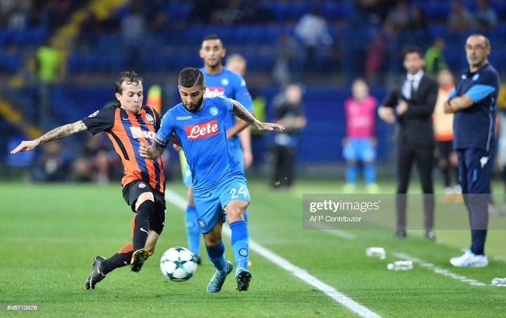 Napoli's Dries Mertens (R) vies with and Donetsk's Bernard during the UEFA Champions League, Group F, football match FC Shakhtar Donetsk and SSC Napoli at the Metalist stadium in Kharkiv on September 13, 2017. /