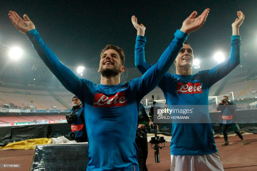 Napoli's forward from Belgium Dries Mertens and Napoli's midfielder from Spain Jose Maria Callejon (R) celebrate with fans after winning 3-0 the UEFA Champions League Group F football match Napoli vs Shakhtar Donetsk on November 21, 2017 at the San Paolo stadium in Naples. / AFP PHOTO / Carlo Hermann