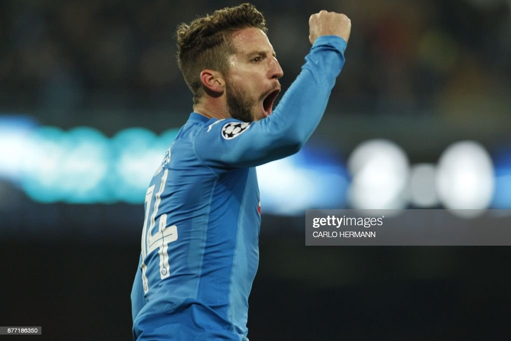 Napoli's forward from Belgium Dries Mertens celebrates after scoring during the UEFA Champions League Group F football match Napoli vs Shakhtar Donetsk on November 21, 2017 at the San Paolo stadium in Naples. / AFP PHOTO / Carlo Hermann