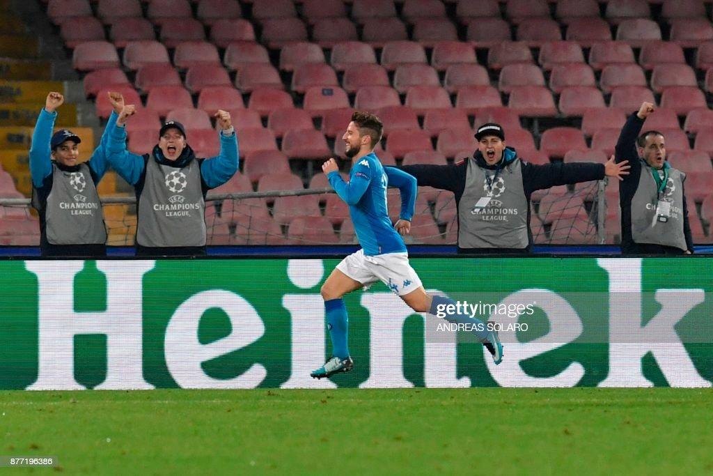 Napoli's forward from Belgium Dries Mertens celebrates after scoring during the UEFA Champions League Group F football match Napoli vs Shakhtar Donetsk on November 21, 2017 at the San Paolo stadium in Naples. Napoli won 3-0. / AFP PHOTO / Andreas SOLARO
