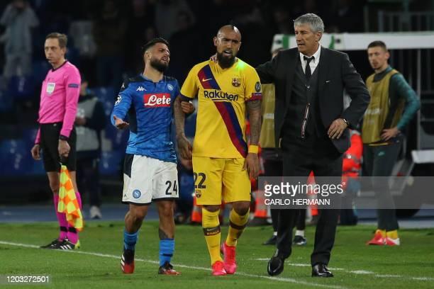 Napoli's Italian forward Lorenzo Insigne and Barcelona's Spanish head coach Quique Setien react to Barcelona's Chilean midfielder Arturo Vidal during...