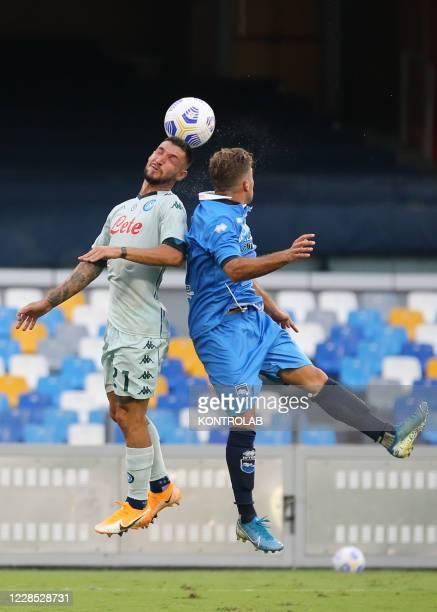 Napoli's Italian forward Matteo Politano and Pescara's italian defender Mirko Drudi go for an header During the friendly football match SSC Napoli vs...