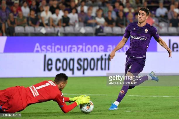 Napoli's Italian goalkeeper Alex Meret saves a ball under prressure from Fiorentina's Serbian forward Dusan Vlahovic during the Italian Serie A...