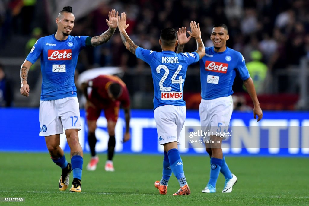 Napoli's Italian striker Lorenzo Insigne (C) celebrates with teammates after scoring during the Italian Serie A football match AS Roma vs Napoli at the Olympic Stadium in Rome, on October 14, 2017. /