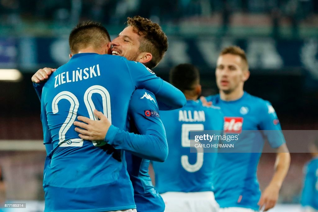 Napoli's midfielder from Poland Piotr Zielinski (L) celebrates with Napoli's forward from Belgium Dries Mertens after scoring during the UEFA Champions League Group F football match Napoli vs Shakhtar Donetsk on November 21, 2017 at the San Paolo stadium in Naples. / AFP PHOTO / Carlo Hermann
