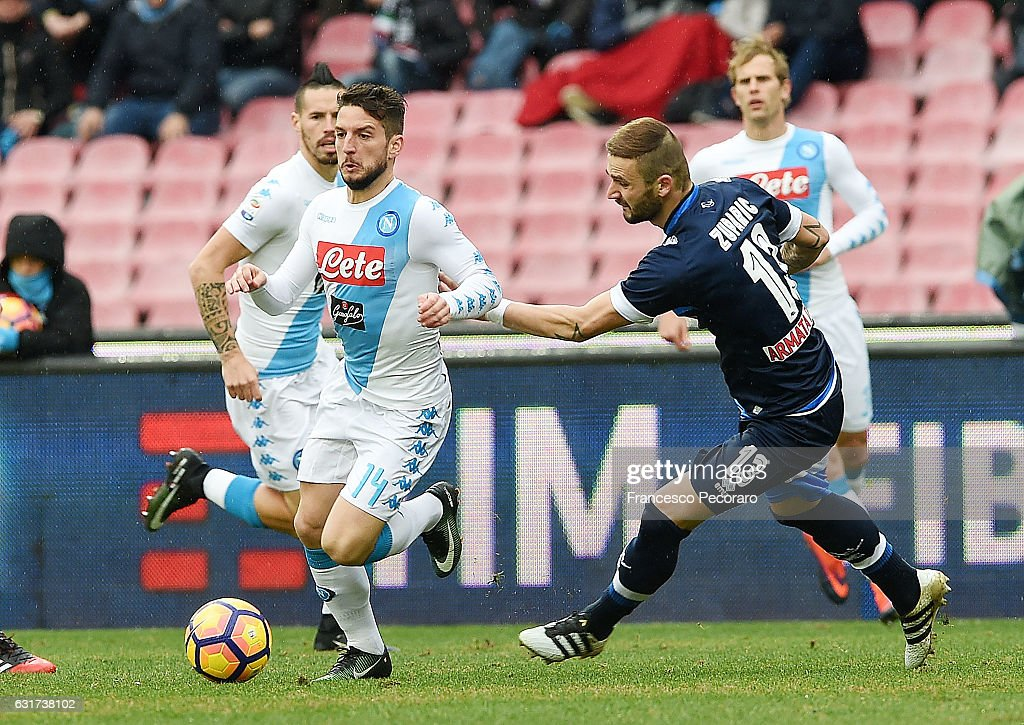 SSC Napoli v Pescara Calcio - Serie A : Fotografía de noticias