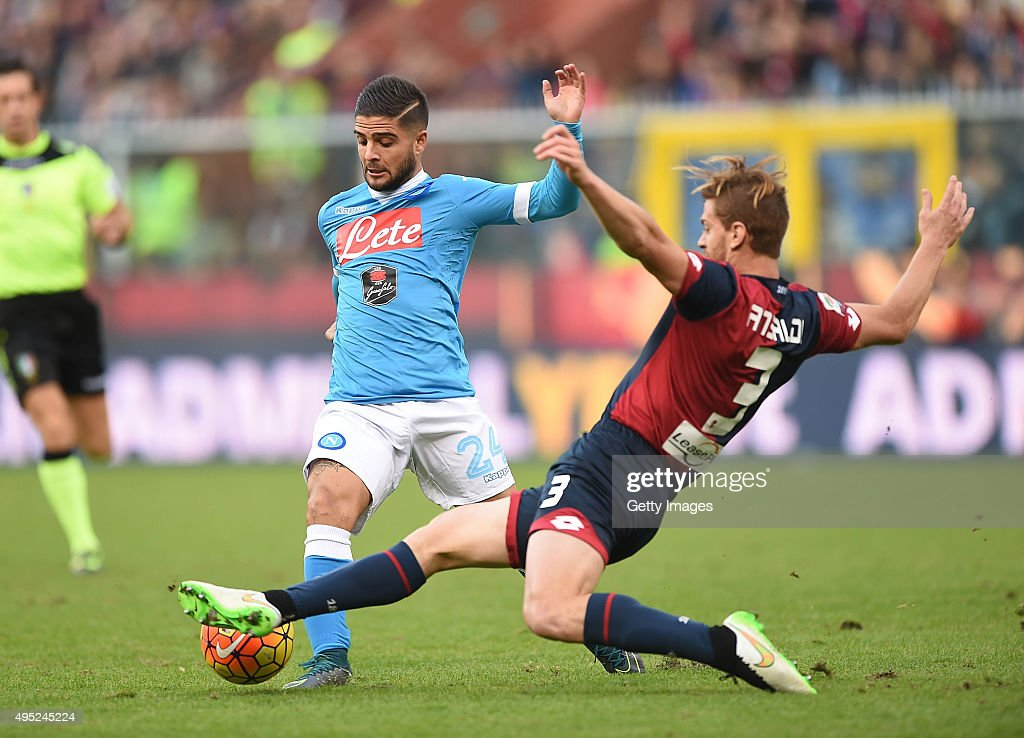 Napoli's player Lorenzo Insigne vies with Genoa player Cristian Ansaldi during the Serie A match between Genoa CFC and SSC Napoli at Stadio Luigi Ferraris on November 1, 2015 in Genoa, Italy.
