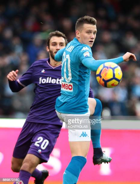 STADIUM NAPLES CAMPANIA ITALY Napoli's Polish midfielder Piotr Zielinski fights for the ball with Fiorentina's Argentinian defender German Pezzella...