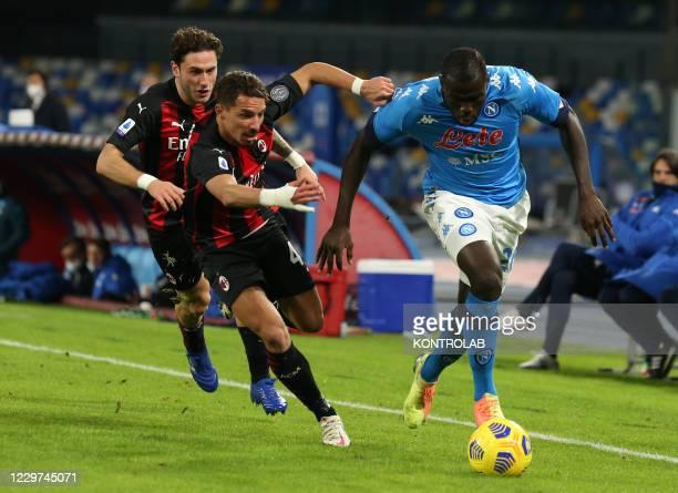 Napoli's Senegalese defender Kalidou Koulibaly fights for the ball with AC Milan's Algerian midfielder Ismael Bennacer and AC Milan's Italian...