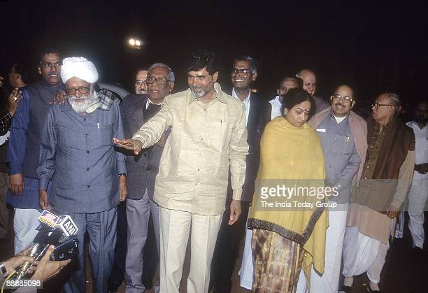 Nara Chandrababu Naidu Chief Minister of Andhra Pradesh with Harkishan Singh Surjit and other Left Front Leaders avoiding Media