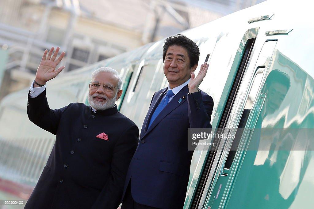Indian Prime Minister Narendra Modi And Japanese Prime Minister Shinzo Abe Visit Bullet Train Factory : News Photo