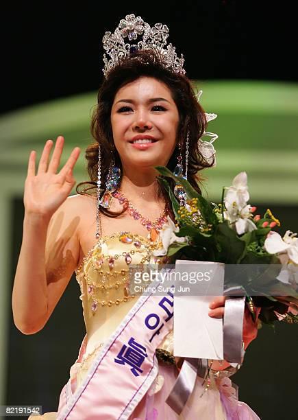 Nari 22 waves after winning the Miss Korea 2008 beauty pageant at Sejong Center on August 6 2008 in Seoul South Korea Nari a 22yearstudent beat 51...