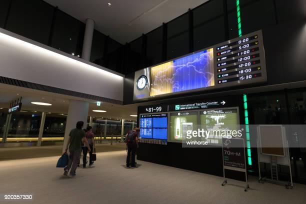 aeropuerto internacional narita en japón - narita international airport fotografías e imágenes de stock
