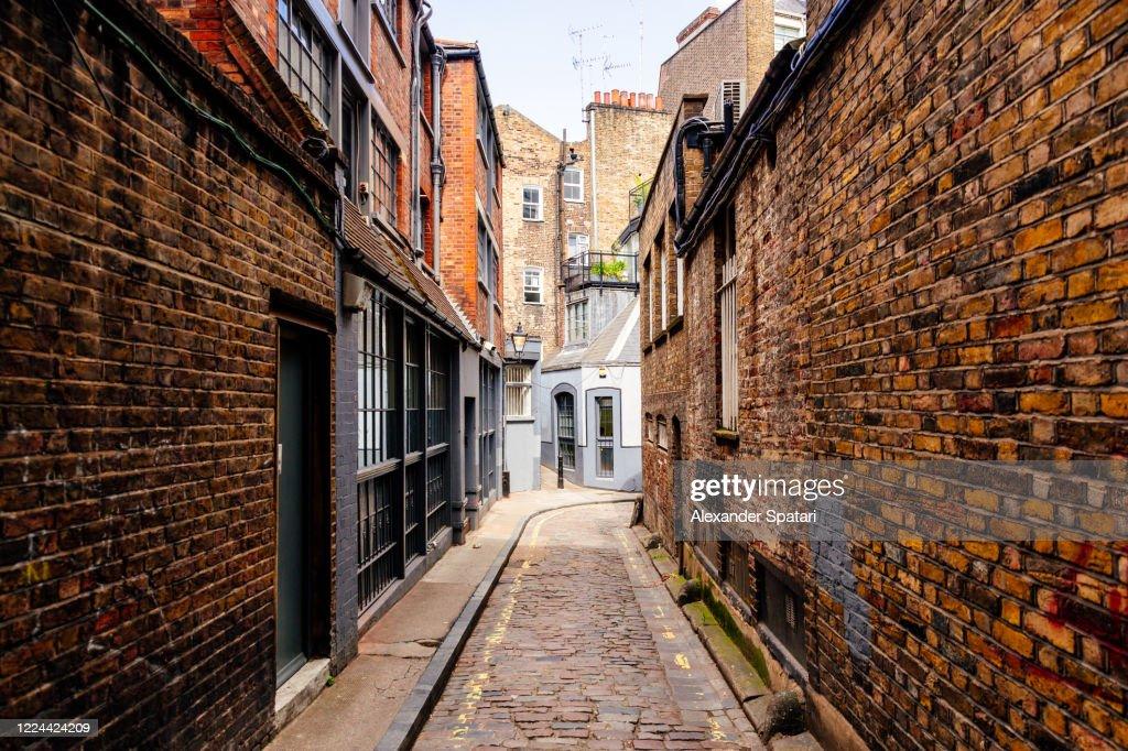 Narrow alley in Fitzrovia, London, UK : Stock Photo