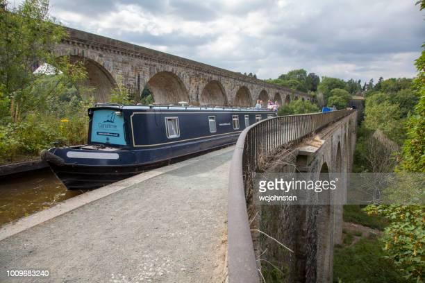 Smalle boten op Llangollen Canal bij Chirk aquaduct Wales, UK