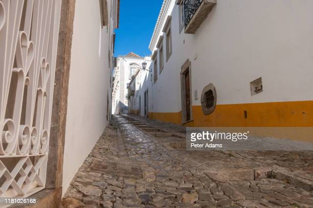 narrow cobbled streets of tavira, algarve, portugal - peter adams stock pictures, royalty-free photos & images