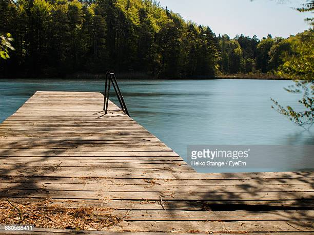 narrow jetty at calm lake - jetty stock pictures, royalty-free photos & images