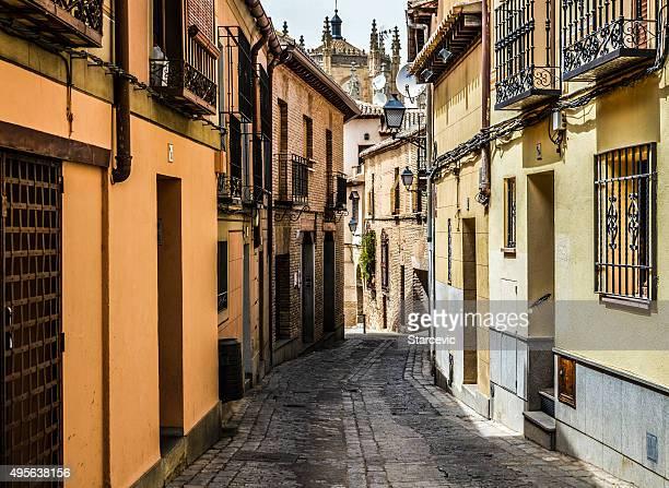 細いメディバル street には、トレド(スペイン) - トレド ストックフォトと画像