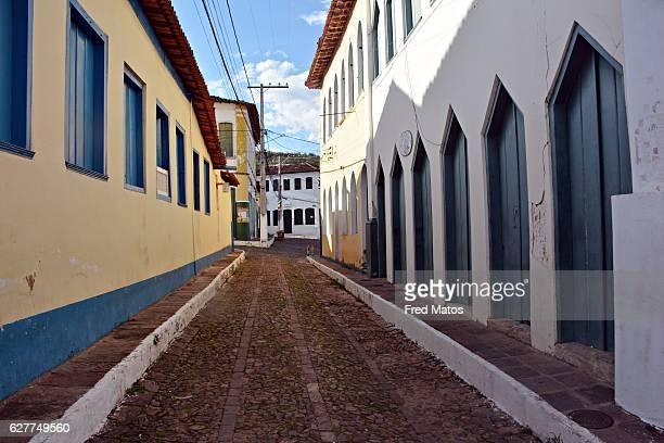 narrow street of the city of lençóis - parco nazionale di chapada diamantina foto e immagini stock