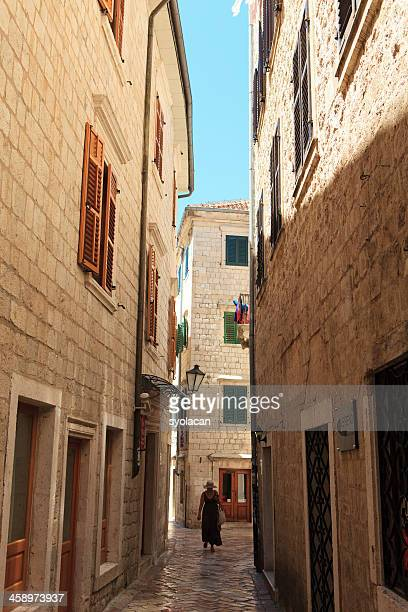 narrow streets of kotor - syolacan stock pictures, royalty-free photos & images