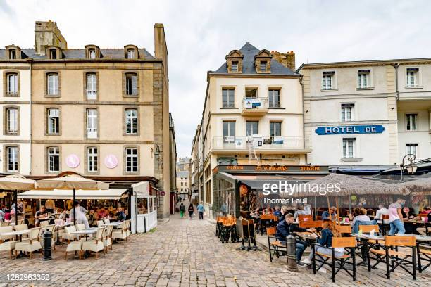 narrow streets of st malo in france - ille et vilaine stock pictures, royalty-free photos & images