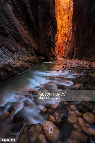 narrows - スロット渓谷 ストックフォトと画像