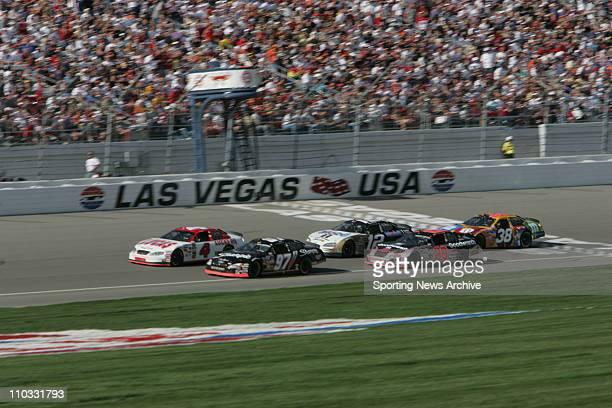 Nascar Las Vegas Motor Speedway Kevin Harvick Kurt Busch Elliott Sadler Ryan Newman Mike Wallace during the NEXTEL Cup UAWDaimler Chrysler 400 on...