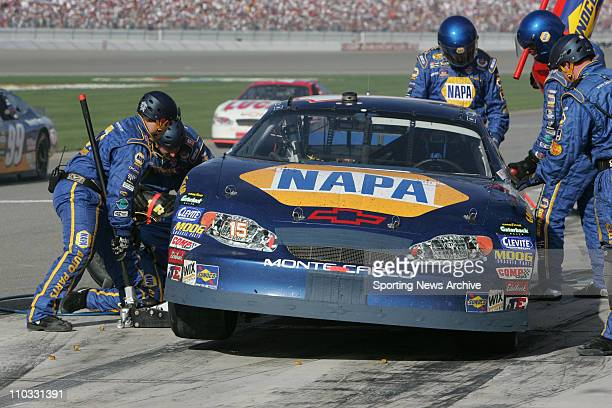 Nascar Michael Waltrip crew during the NEXTEL Cup UAWDaimler Chrysler 400 on March 13 2005 in Las Vegas NV Jimmie Johnson won the race