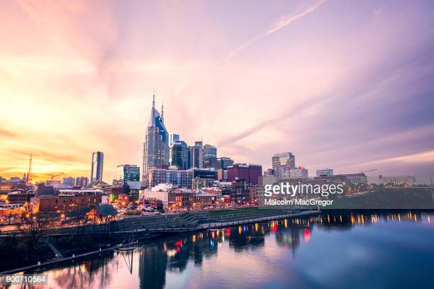 nashville skyline at sunset - tennessee stock pictures, royalty-free photos & images