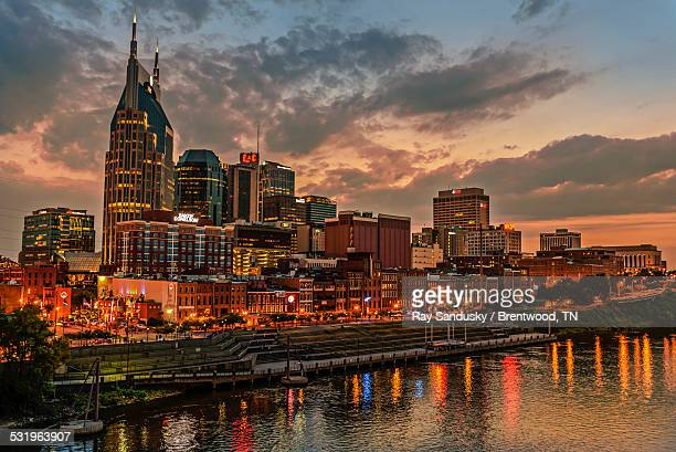 nashville skyline - tennessee stock pictures, royalty-free photos & images