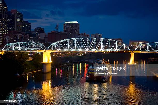 Nashville, Tennessee, Cuberland River and showboat