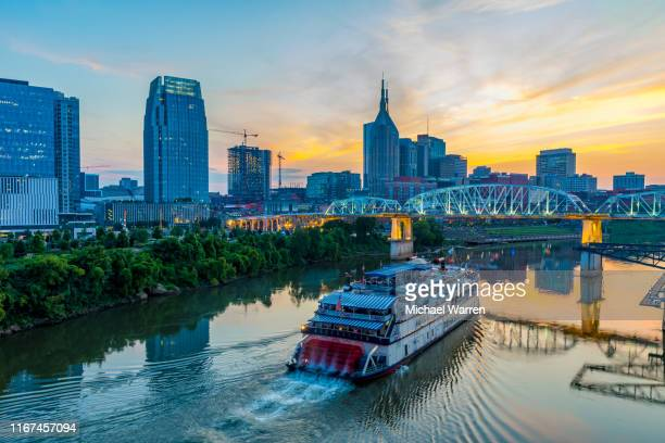 nashville tennessee skyline at night - tennessee stock pictures, royalty-free photos & images