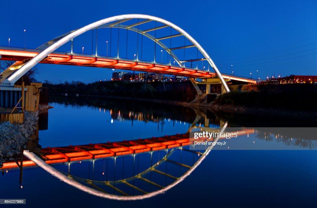 Nashville's Gateway Bridge reflecting on the Cumberland River : Stock Photo
