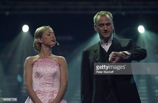 Nastasja Krone Sören Pilmark ARDShow Eurovision Song Contest Parken Stadion von Kopenhagen Dänemark Bühne
