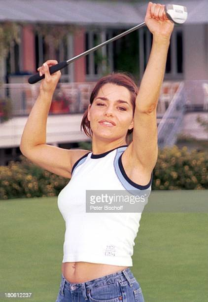 Nastasja Marinkovic Mitglieder der Musik Gruppe Wind Bad Abbach Homestory Golf Golfplatz GolfschlägerPNR794/2002 GT