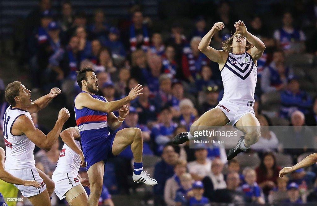 AFL Rd 7 - Western Bulldogs v Fremantle : News Photo