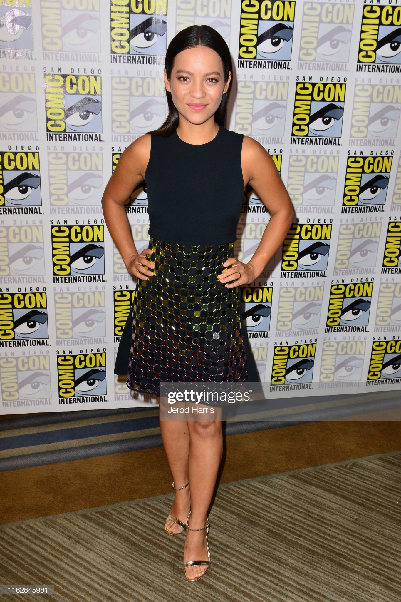 ¿Cuánto mide Natalia Reyes? - Altura - Real height Natalia-reyes-attends-terminator-dark-fate-press-line-at-hilton-on-picture-id1162845981?s=2048x2048