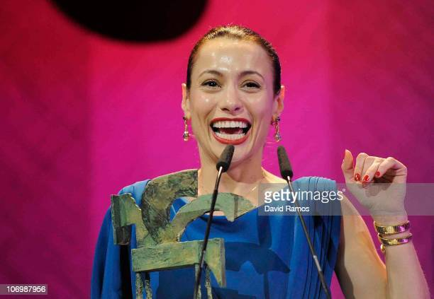 Natalia Verbeke receives a 2010 Onda Award for best female actor for the TV 'Doctor Mateo' at the Theatre Liceu on November 19 2010 in Barcelona Spain
