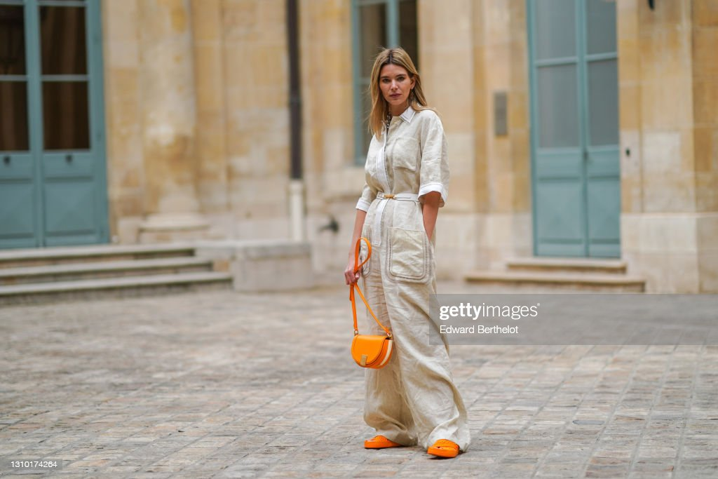 Street Style - Paris Fashion Week Womenswear Fall/Winter 2021/2022 : Photo d'actualité