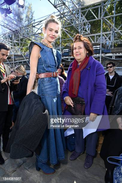 Natalia Vodianova and Suzy Menkes attend the Chloe Womenswear Spring/Summer 2022 show as part of Paris Fashion Week on September 30, 2021 in Paris,...