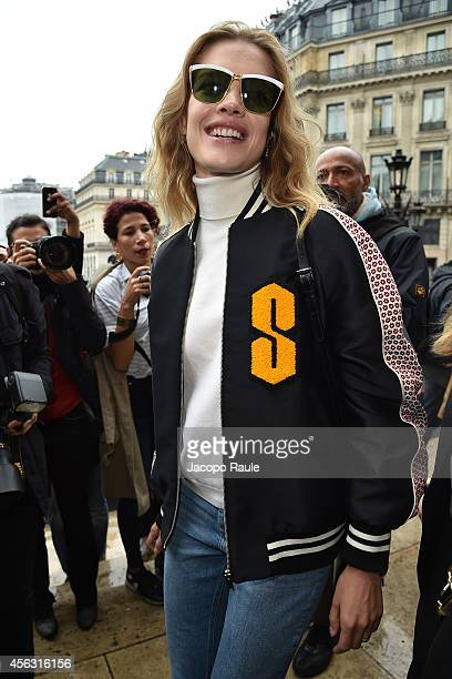 Natalia Vodianova arrives at Stella McCartney during Paris Fashion Week Womenswear SS 2015 on September 29 2014 in Paris France