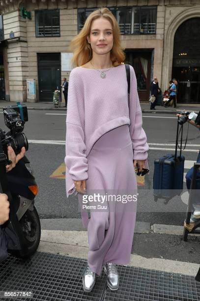 Natalia Vodianova arrives at the Stella McCartney show as part of the Paris Fashion Week Womenswear Spring/Summer 2018 on October 2 2017 in Paris...