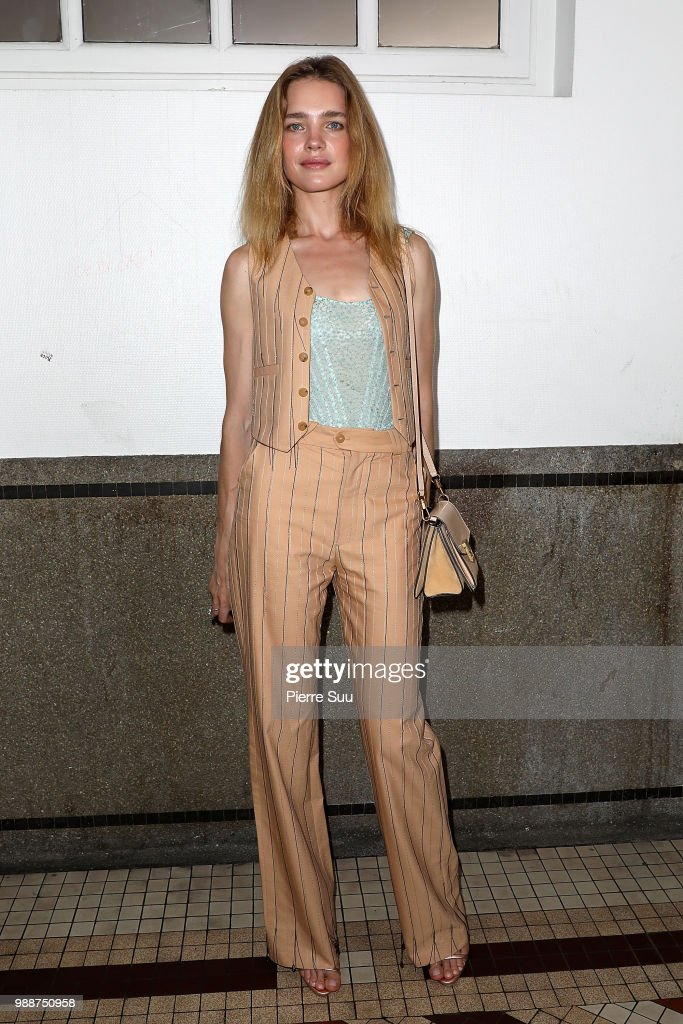 natalia-vodianova-attends-the-acne-studios-front-row-paris-fashion-picture-id988750958