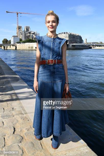 Natalia Vodianova attends the Chloe Womenswear Spring/Summer 2022 show as part of Paris Fashion Week on September 30, 2021 in Paris, France.