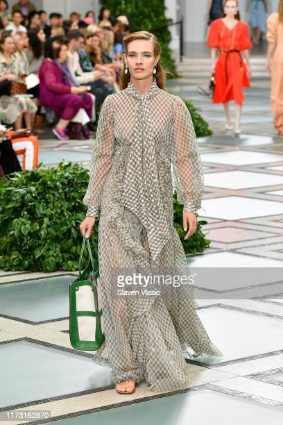 Natalia Vodianova walks the runway during Tory Burch NYFW SS20 at the Brooklyn Museum on September 08, 2019 in Brooklyn City.